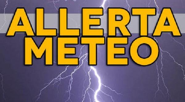 Avviso di allerta meteo emanato dalla Protezione Civile in Campania di colore giallo, previste precipitazioni sparse e su alcune zone temporali e raffiche di vento