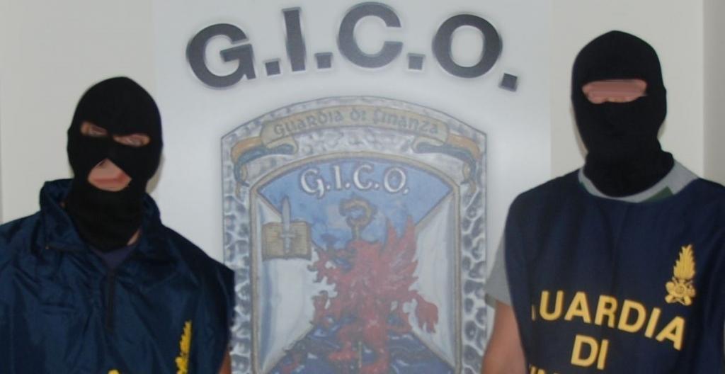 Droga dalla Siria in Medio Oriente via Salerno, due arresti da parte del GICO della Guardia di Finanza. Le indagini sono scattate dopo il sequestro di un carico tra mobili d'ufficio e vestiario