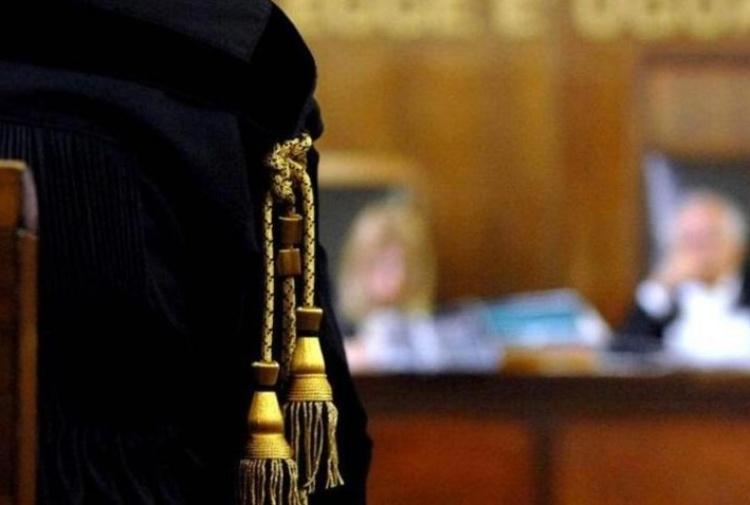 Esami gratis all'ospedale di Caserta: 4 condanne e 31 presone rinviate a giudizio. Condanna a 30 mesi per la sorella di un killer della NCO. A processo l'ex presidente della Provincia Zinzi