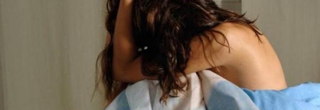 Stuprarono una turista inglese in hotel a Meta di Sorrento (Napoli), condannati gli ex cinque dipendenti, l'accusa è violenza di gruppo