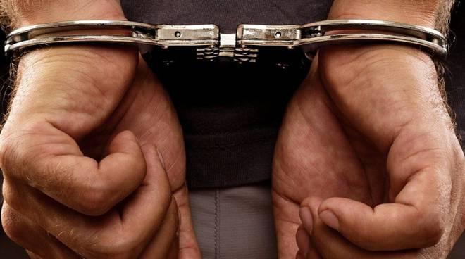 Caserta, riduce in schiavitù una donna e la costringe a prostituirsi, cittadino albanese arrestato dalla polizia