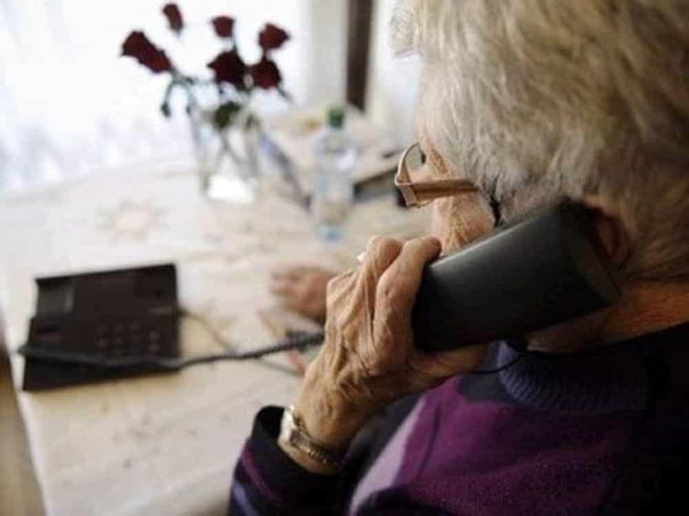 Napoli, ha tentato di truffare un'anziana facendosi consegnare 1.500 euro in cambio di un pacco, la donna, insospettita, ha avvisato la polizia, arrestato 54enne