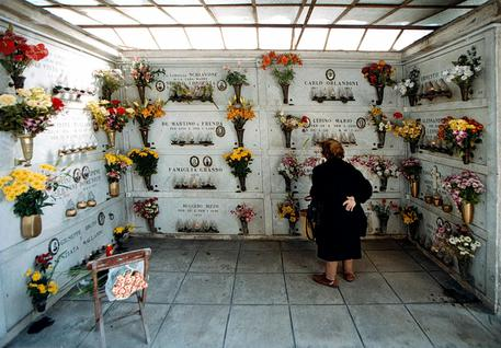 """Commemorazione dei defunti, l'Unità di crisi della Regione Campania: """"E' fortemente raccomandata la chiusura dei cimiteri l'1 e 2 novembre"""""""