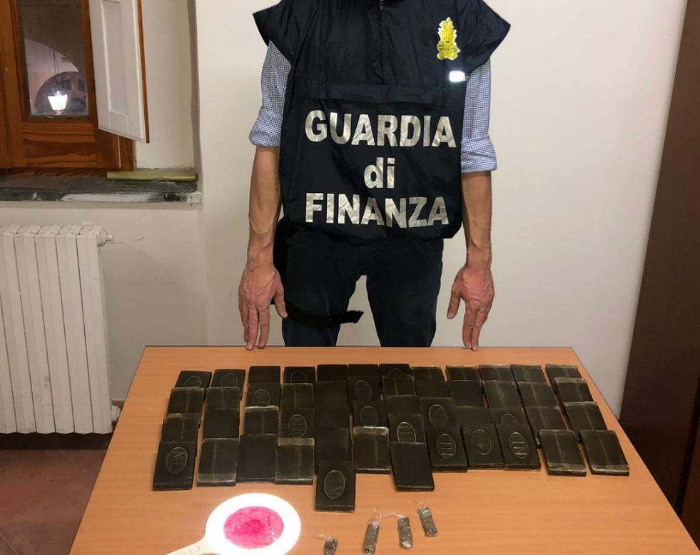 La Guardia Di Finanza Di Napoli Ha Sequestrato A Torre Annunziata 5 Kg Di Hashish Arrestato Un Pregiudicato Dell Agro Nocerino Sarnese Telecaprinews