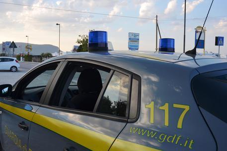 Frode fiscale nel settore carburanti, eseguite dalla Guardia di finanza perquisizioni a Napoli e Caserta e sequestrati 95mln di euro