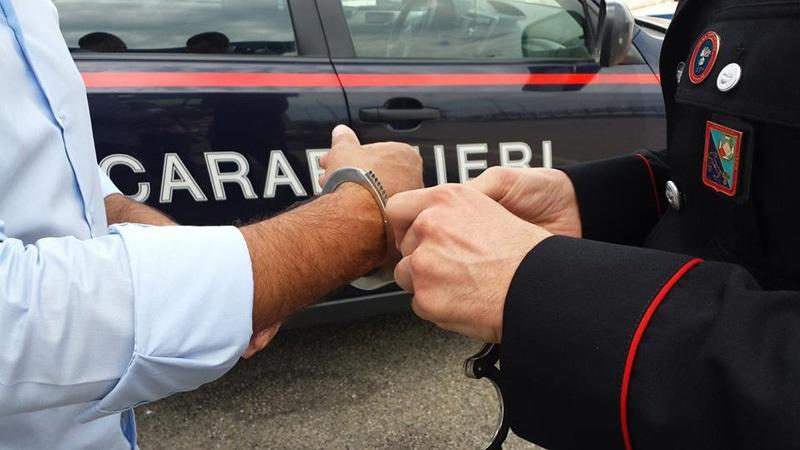Casandrino (Napoli), 32enne arrestato dai carabinieri, aggredì con mazze e bastoni alcuni nigeriani per il controllo dello spaccio di droga
