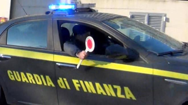 Sequestrati a Napoli dalla Guardia di Finanza oltre 139.000 articoli per la casa privi delle necessarie certificazioni di sicurezza e scarpe contraffatte