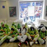 Napoli, assalto dei green block negli uffici dell'Enel in via Depretis