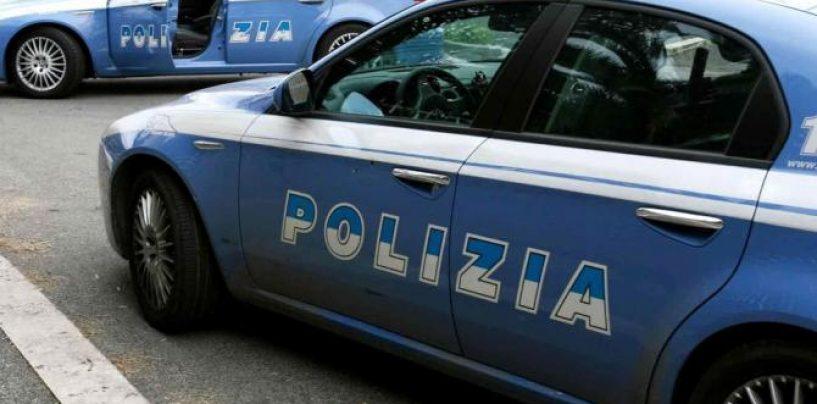 Due persone denunciate dalla polizia per ricettazione, sorpresi in un box condominiale a Napoli con uno scooter rubato, il mezzo restituito al proprietario