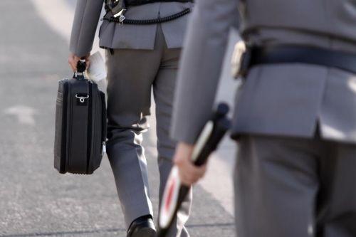 Turbativa d'asta, perquisizioni della Guardia di finanza tra le province di Caserta e Benevento in abitazioni e uffici di professionisti e dipendenti comunali, acquisiti computer, cellulari e documenti
