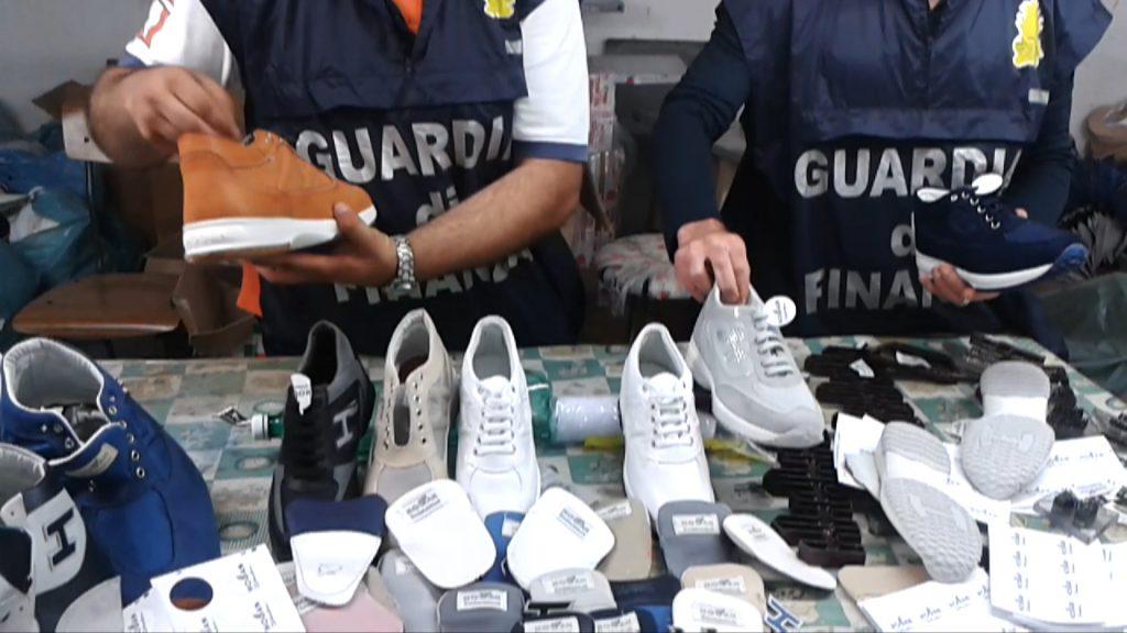 quality design d237f 162fe Sequestrate dalla Guardia di finanza 460mila scarpe con ...