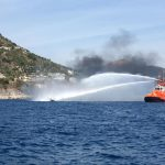 Domenica di fuoco in Costiera Amalfitana: motoscafo in fiamme cola a picco nelle acque di Cetara (Salerno)