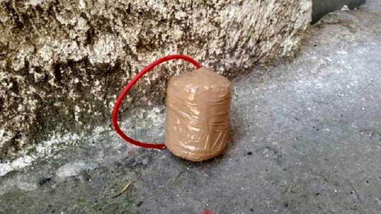 """Bomba carta contro una palestra di Portici (Napoli), danneggiato l'ingresso. I titolari sui social: """"Vigliacchi! Ripartiremo più forti di prima"""""""