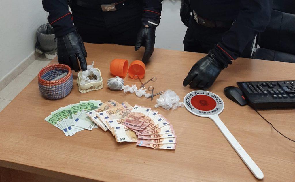 32enne arrestato dai carabinieri a Palma Campania (Napoli), nascondeva marijuana in camera da letto