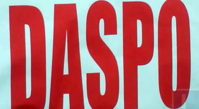 Il Questore di Napoli ha emesso DASPO per periodi da uno a due anni nei confronti di dieci persone, in quanto condannate per reati quali associazione per delinquere, estorsione, rapina, spaccio di stupefacenti e porto abusivo di armi