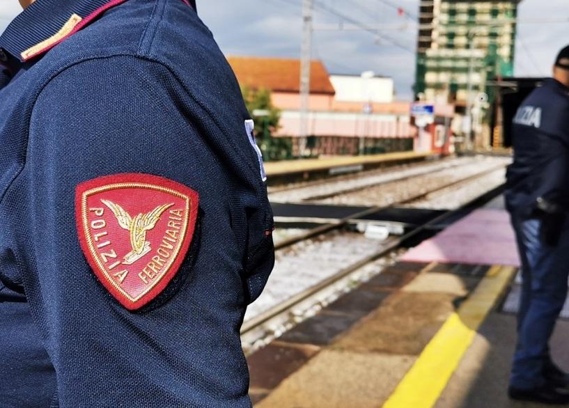 """Operazione """"Oro rosso"""" della Polizia ferroviaria in Campania: tre persone denunciate per ricettazione e gestione illecita di rifiuti ferrosi in un'area di Cardito"""