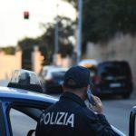 Napoli: lite per la viabilità, interviene la Polizia che in un'auto scopre tirapugni e mazze di ferro. Denunciato un uomo di 35 anni
