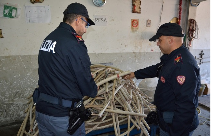 """Sequestrate dalla polizia in provincia di Napoli dieci tonnellate di rame rubate sulla rete delle Ferrovie, nell'ambito dell'operazione a contrasto del fenomeno dei furti di """"oro rosso"""""""