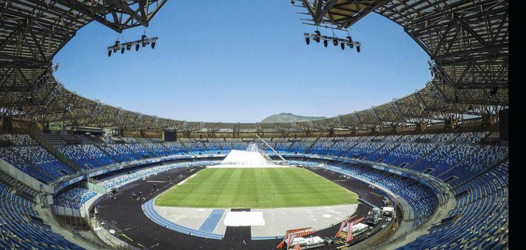 """Calcio: Stadio San Paolo di Napoli, è stata firmata la convenzione Comune-societa' per la durata di 5 anni, rinnovabili per altri 5. Le parti hanno espresso """"grande soddisfazione per l'intesa raggiunta"""", all'interno nasceranno attività commerciali ed un museo del calcio"""