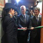 """Napoli, inaugurata a Scampia all'interno del commissariato la stanza di ascolto """"Alice oltre lo specchio"""" dedicato alle donne vittime di violenza"""
