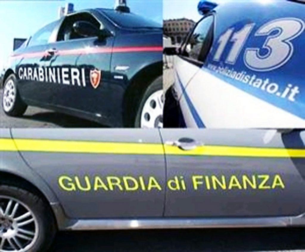 """Controlli interforze a Napoli nella zona dei """"baretti"""" per il rispetto delle misure anticontagio, identificate 172 persone di cui sei sanzionate, 56enne denunciato dalla polizia per minacce"""