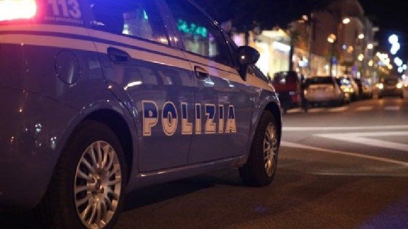 Napoli, 25enne arrestato dalla polizia per violenza, lesioni personali, minacce e resistenza a Pubblico Ufficiale, l'uomo denunciato anche per maltrattamenti in famiglia