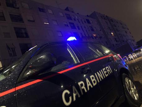 Camorra: Napoli, quartiere San Giovanni a Teduccio, i Carabinieri del Comando Provinciale arrestano 6 persone per estorsione aggravata dal metodo mafioso. Colpita un'articolazione del clan 'Mazzarella'
