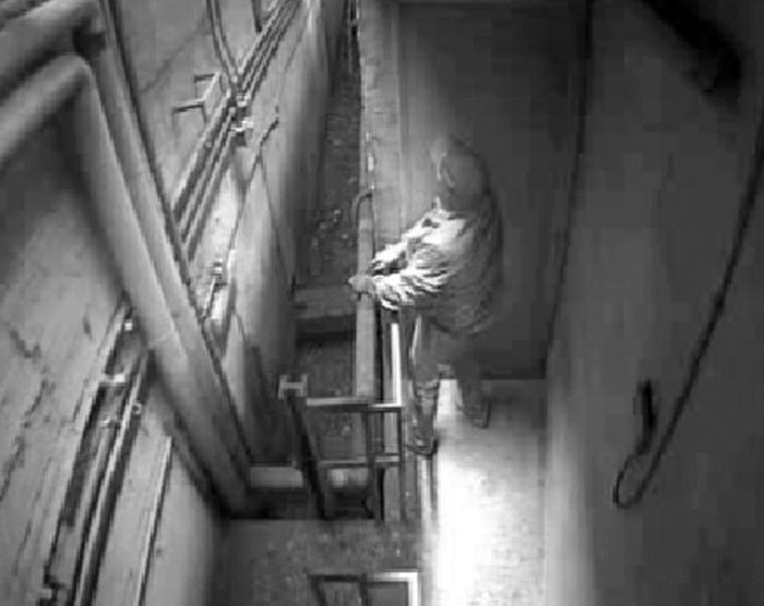 Sventato colpo al caveau di un istituto di credito a Pozzuoli (Napoli) grazie al sistema di sicurezza che ha messo in fuga una banda di rapinatori