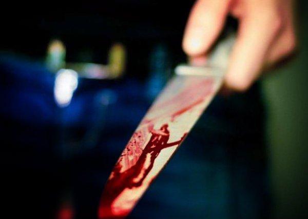 Napoli: colpisce con quattro coltellate il proprietario di un bar durante una discussione, la vittima è ricoverata al Loreto Mare, sul posto la polizia