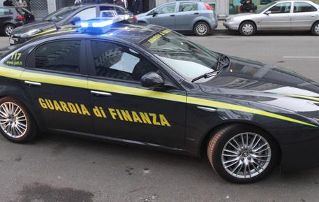 Appalti pilotati al Comune di Afragola (Napoli) per l'affidamento del servizio assistenza per disabili, due divieti di dimora eseguiti dalla Guardia di finanza. Nei guai un dirigente comunale