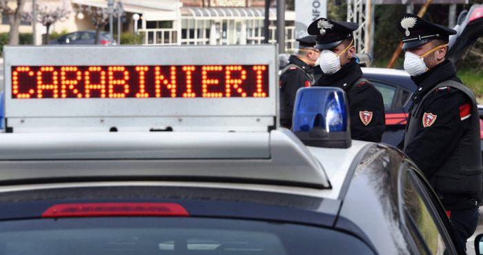 Posti di controllo e perquisizioni dei carabinieri a Giugliano (Napoli), elevate 16 contravvenzioni, sequestrate tre autovetture e una persona denunciata per evasione