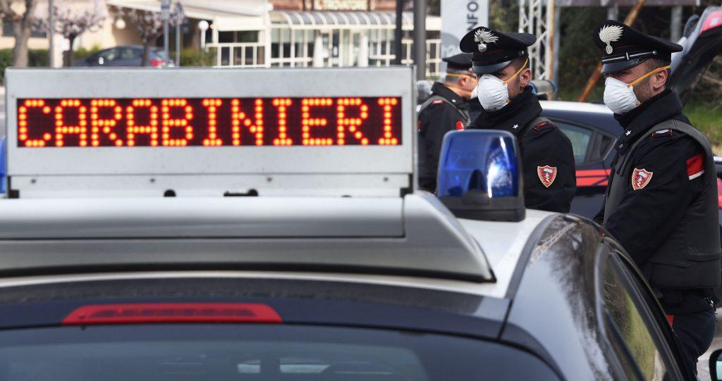 Linea dura dei carabinieri nei confronti dei parcheggiatori abusivi, 47 denunciati in un blitz dei militari in varie zone di Napoli