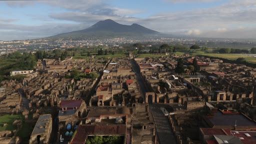 Pompei, un volo con un drone, il video esclusivo sulla città per raccontare  le ultime scoperte | Telecaprinews