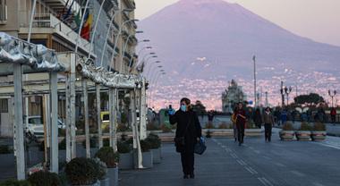 """La Campania resta zona rossa fino al 3 dicembre, l'ironia di De Luca: """"L'unica zona rossa realmente esistente da noi è quella dell'aglianico"""""""
