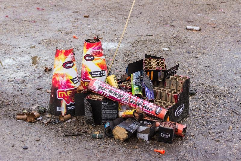 Napoli: sorpreso mentre accendeva tre batterie di fuochi d'artificio per festeggiare il compleanno della moglie, i carabinieri denunciano un 43enne ai Quartieri Spagnoli
