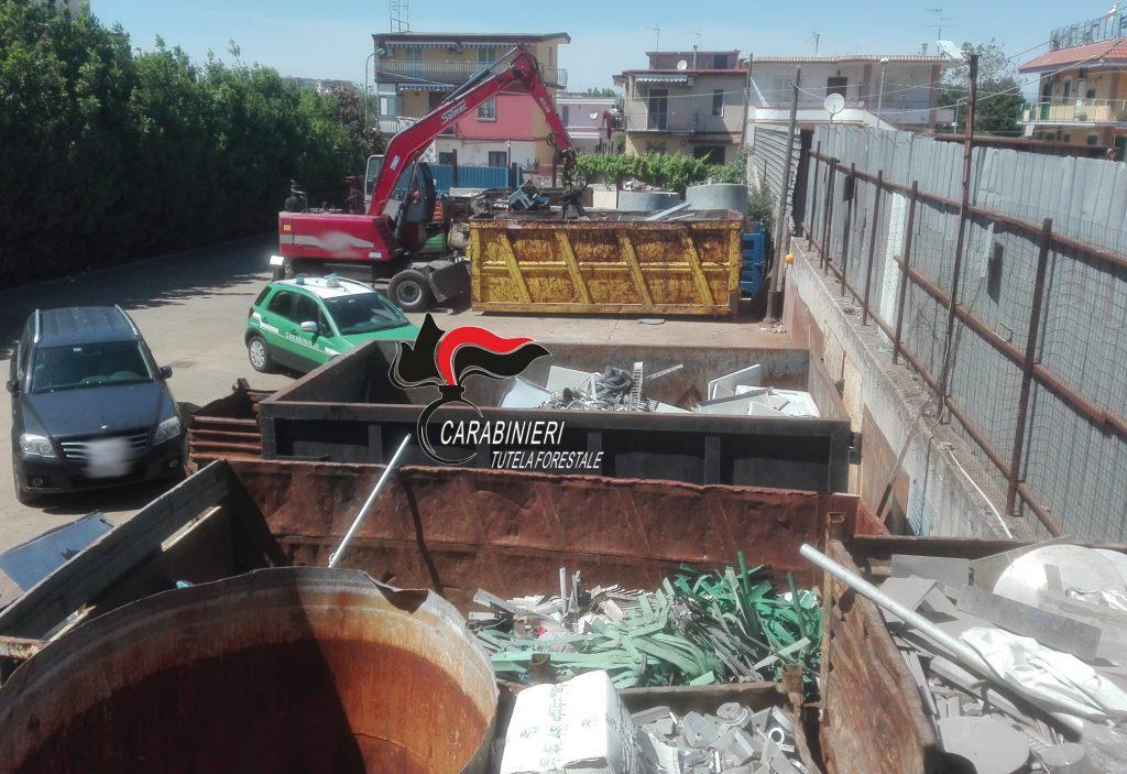Smaltimento illecito di rifiuti, sanzionata dai carabinieri una ditta di Pomigliano D'Arco (Napoli), denunciate tre persone