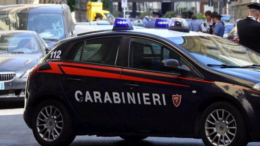 Travolto e ucciso da un'auto a Sessa Aurunca (Caserta), la vittima stava passeggiando vicino casa. Il conducente dell'auto si consegna ai carabinieri, denunciato per omicidio stradale