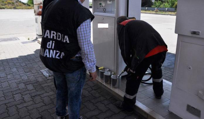 Frode nel settore dei carburanti, 20 misure cautelari eseguite dalla Guardia di finanza e sequestri tra le province di Napoli, Caserta e in Toscana