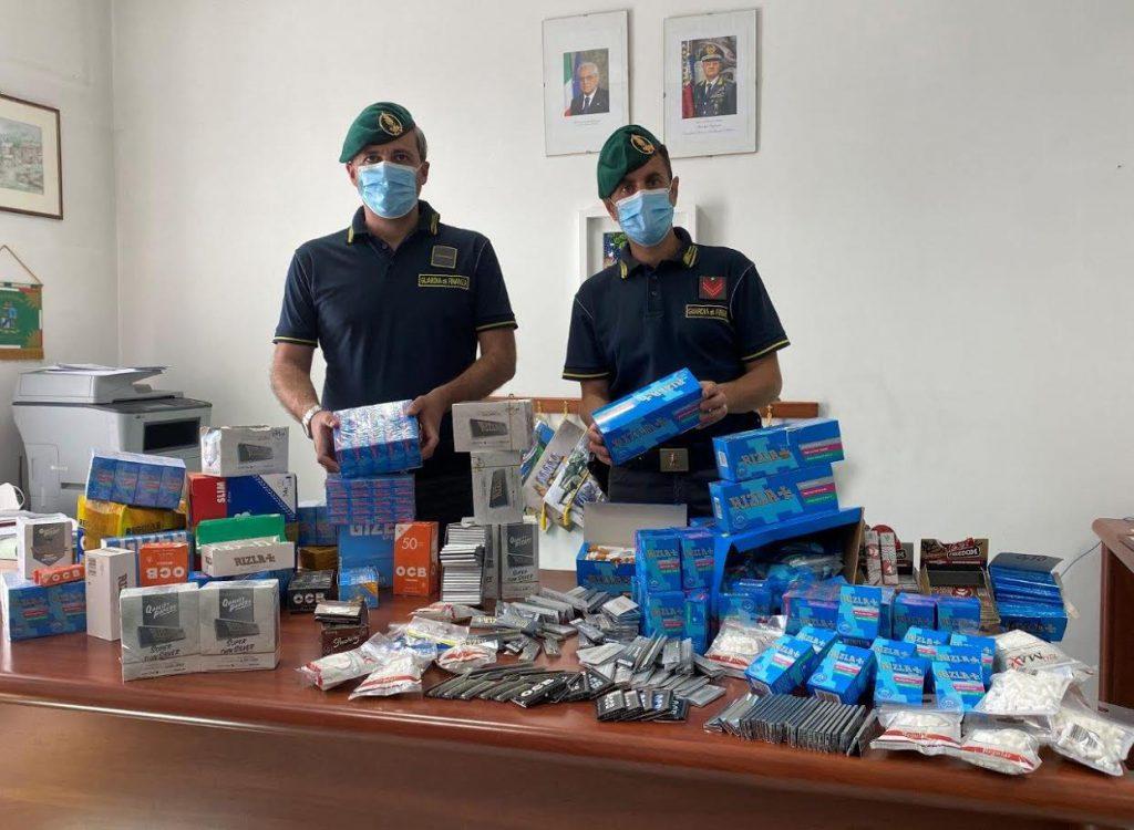 Sequestrati dalla Guardia di finanza di Aversa circa 190mila cartine e filtri di sigarette venduti senza autorizzazione  in alcuni comuni in provincia di Caserta, tre persone denunciate