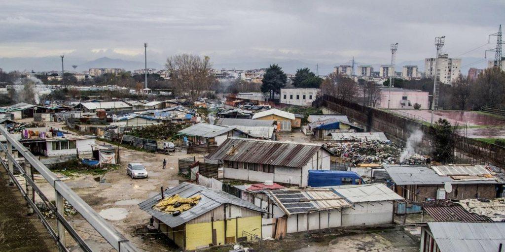 Zona rossa fino al 13 dicembre per il campo rom di Scampia, lo ha stabilito un'ordinanza del presidente De Luca dopo lo screening a tappeto sulla popolazione, scoperti 95 positivi su 370 tamponi analizzati