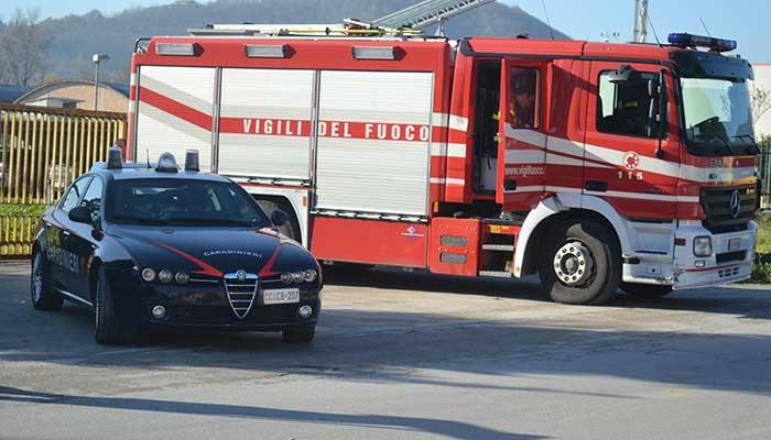 Afragola (Napoli), incendio in un deposito di pullman e camion in disuso, sul posto carabinieri e vigili del fuoco, nessun ferito