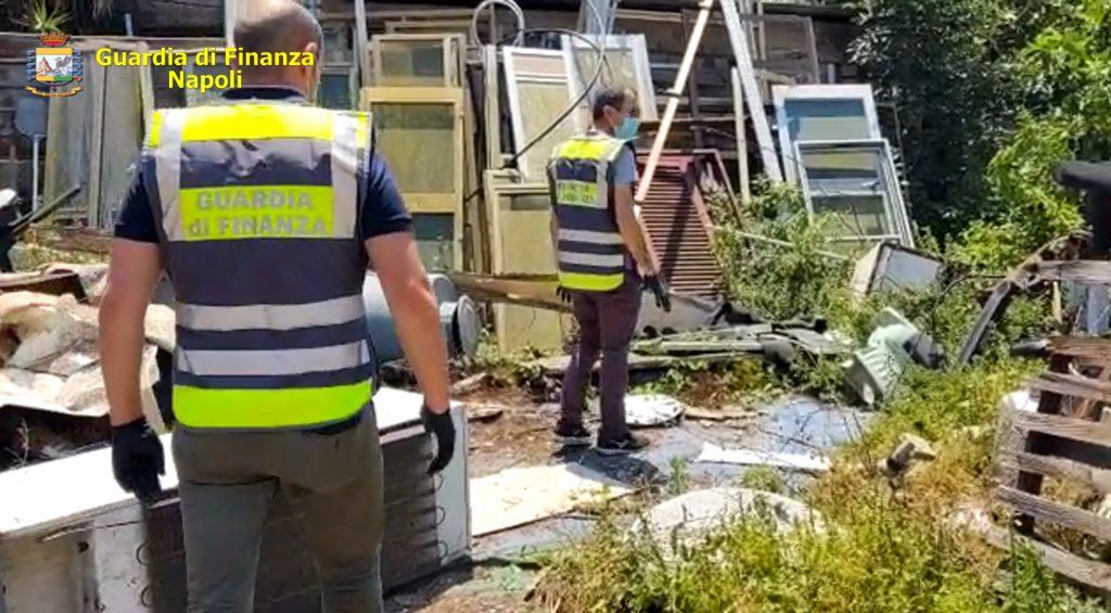 Nola (Na): sequestrate dalla Guardia di Finanza 65 tonnellate di rifiuti abbandonati su un'area di 800m2. Denunciato un responsabile di 57 anni