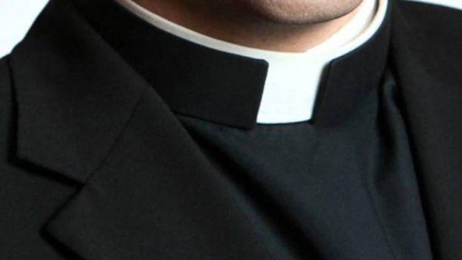 Cercola (Napoli), minaccia il parroco per ottenere 20 euro, 48enne arrestato dai carabinieri, il sacerdote aveva chiesto aiuto ad altro prete facendo partire una telefonata