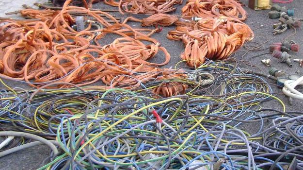 Rinvenute e sequestrate dalla polizia ad Aversa (Caserta) sei tonnellate di rame granulato e 40 di materiali ferrosi, una denuncia