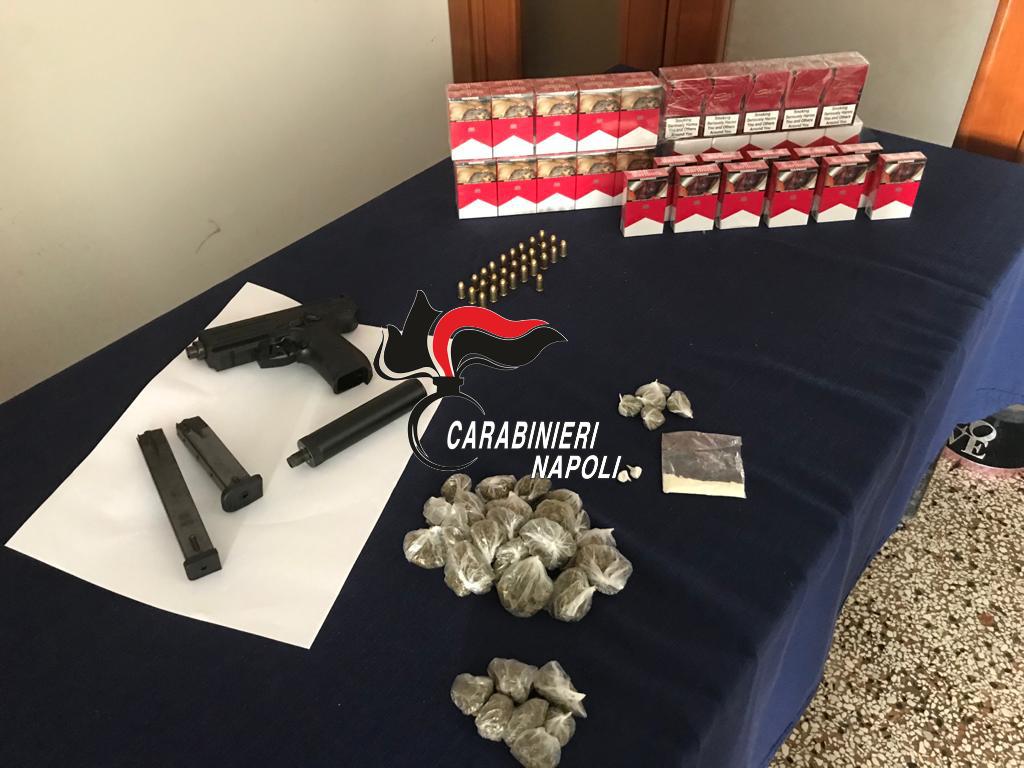 """Operazione """"Alto impatto"""" dei carabineiri di Torre Annunziata (Napoli), sequestrate armi, droga e sigarette di contrabbando"""