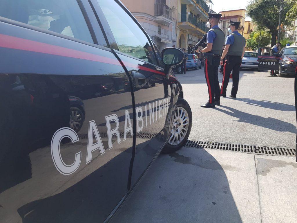 Controlli a tappeto dei carabinieri a Casoria (Napoli), controllate centinaia di persone e veicoli, due denunce
