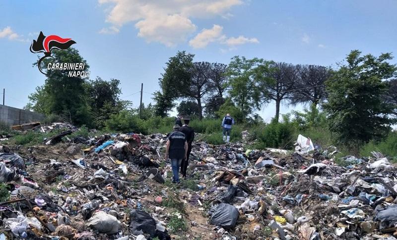 Smaltimento illecito di rifiuti, sequestrata dai carabinieri a Giugliano (Napoli) un'area di mille mq, due denunce e sanzioni per oltre 10mila euro