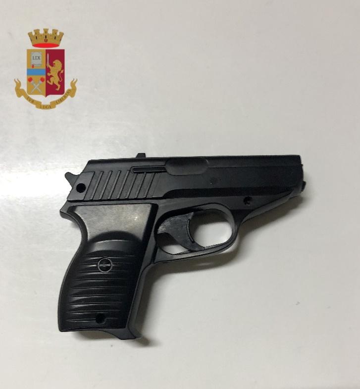 Napoli, 51enne arrestato dalla polizia per minacce, violenza e resistenza a Pubblico Ufficiale