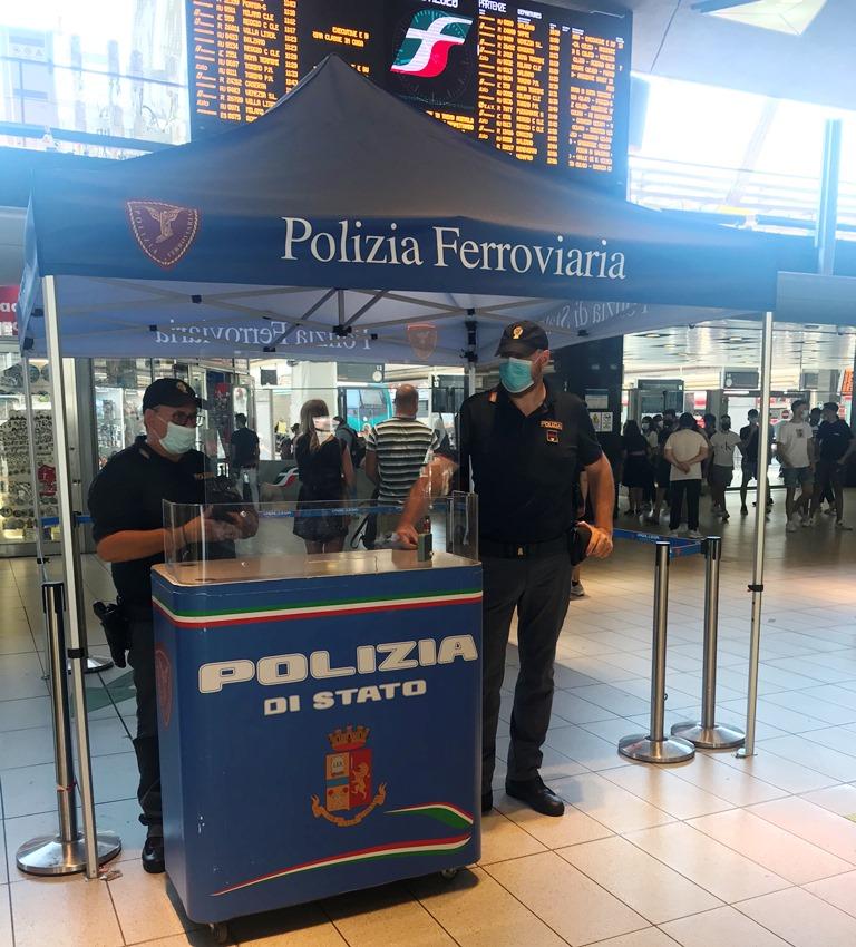 """Napoli, """"Alto impatto"""" della polizia ferroviaria alla Stazione Centrale, denunce e sequestri"""