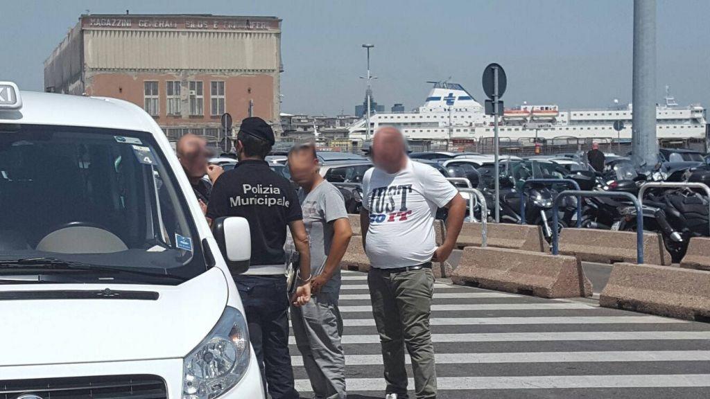 Napoli, Polizia Turistica impegnata in controlli ai taxi abusivi tra Piazza Garibaldi e Mergellina, numerose sanzioni e sequestri